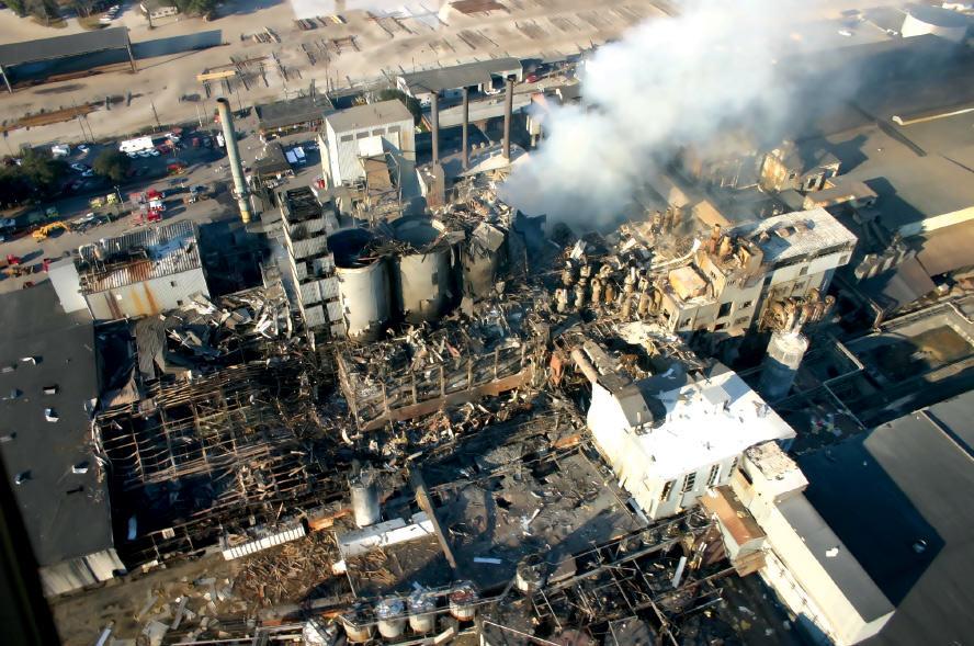 Rys. 2. Cukrownia po wybuchu pyłu cukrowego. Źródłem zapłonu był przegrzany element podajnika taśmowego.