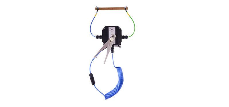 System kontroli uziemienia beczek, zbiorników, itp. zasilany bateryjnie