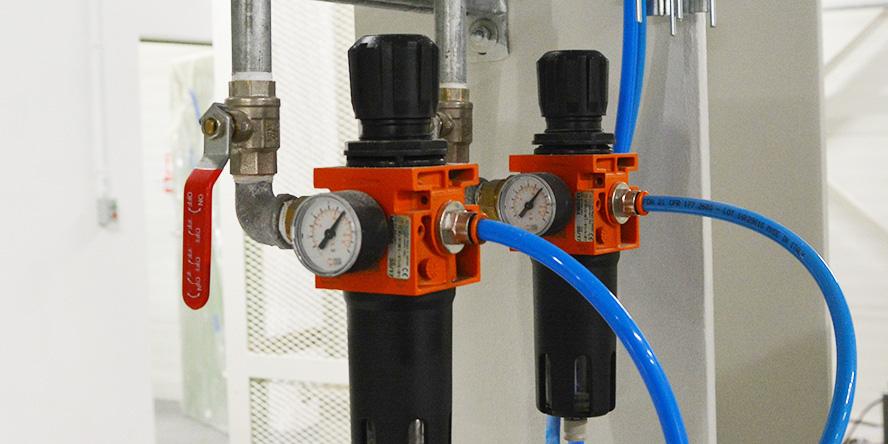 Jak obniżyć koszty produkcji dzięki energooszczędnej instalacji sprężonego powietrza